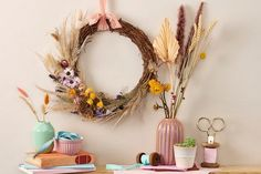 Learn how to make a fall wreath that will last all season - you only need a simple base and a few favourite dried leaves and flowers. Use our free and easy step-by-step DIY 🍂🌸 Diy Fall Wreath, Autumn Wreaths, Hobbies And Crafts, Arts And Crafts, Grapevine Wreath, Door Wreaths, Easy Fall Crafts, Fall Door, Thanksgiving Wreaths