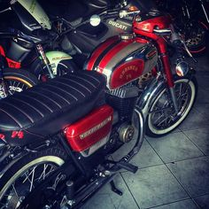 Vintage Bikes, Vintage Motorcycles, Cars And Motorcycles, Scooter Motorcycle, Moto Bike, Classic Bikes, Classic Cars, Jawa 350, Custom Cafe Racer