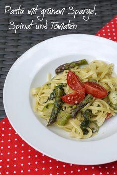 Pasta mit Spargel, Spinat und Tomaten