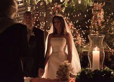 Luz de vela e luzes natalinas no casamento