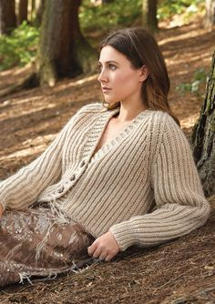 Knit this ladies v neck cardigan from Myth, a design by Kim Hargreaves using our wonderfully soft, roving yarn Cocoon. This cardigan is knitted in an all over chunky ribbed design and the pattern is suitable for the average knitter. Ladies Cardigan Knitting Patterns, Knit Cardigan Pattern, Chunky Knit Cardigan, V Neck Cardigan, Crochet Cardigan, Knitting Patterns Free, Knitted Headband, Knit Fashion, Rowan