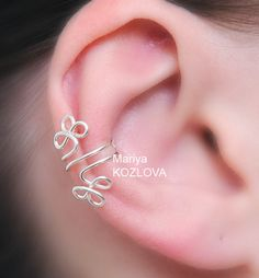 Left/ Right Cartilage Ear Cuff Celtic Clever - no piercing jewellery - fake piercing - silver plated ear wires