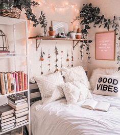 127 fantastic college bedroom decor ideas and remo Cute Bedroom Ideas, Cute Room Decor, Room Decor Bedroom, Bedroom Inspo, Cozy Bedroom, Bedding Decor, Bright Bedroom Ideas, Cute Dorm Ideas, Cute Ideas