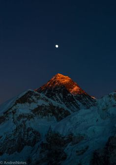 Everest Last light on Mt. Everest, as seen from mt. Image is not edited/photoshoped as most of the pictures those days, colors are very close to what I saw with my eyes that evening IG: Mount Everest Climbers, Mount Everest Base Camp, Monte Everest, Landscape Photography, Nature Photography, Travel Photography, Photography Backgrounds, Mount Everest Deaths, Himalayan
