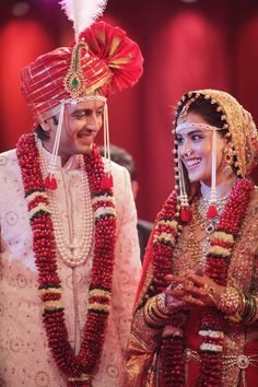 The most beautiful couple of Bollywood Riteish and Genelia Deshmukh. Their journey from being best friends to now fondly called Mr. Deshmukh is very mesmerizing. Here is Ritesh and Genelia wedding story, best example of inter-faith lovemarri Marathi Bride, Marathi Wedding, Bollywood Wedding, Desi Wedding, Marathi Saree, Wedding Lehnga, Wedding Car, Wedding Bells, Wedding Reception