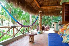 Cabane dans les arbres à San Pancho, Mexique. The Palapas are part of the Tailwind Jungle Lodge, an eco-lodge nestled in the jungle, just a short walk to a secluded white sand beach. If you're looking for natural paradise this is it!  Are you ready to experience jungle, beach and ocean bliss?...
