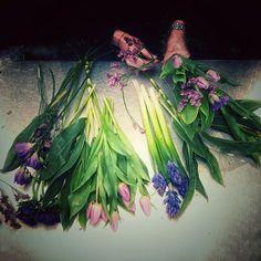 Realizar un ramo de #flores implica siempre una complicidad con quien te lo encarga o se lo lleva y ser parte de esa sorpresa nos encanta!  -  #lospeñotes #jardinoterapia #lovingmyjob #lovingit #hygge #hyggelig #sanvalentin #love