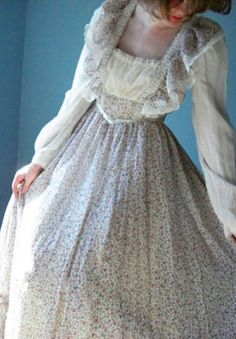 Jessica McClintock should really stop designing prom dresses and make more Gunne Sax! There could never be too many...