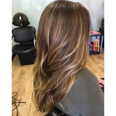Caramel highlights for dark hair // balayage for brown hair types // brunette hair styles