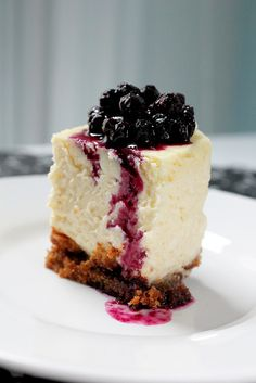 vanilla cheesecake with blueberry topping proteinmilkshakebar.com
