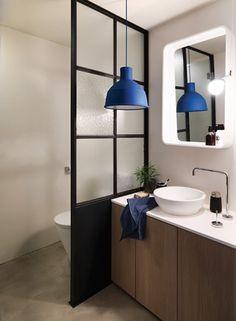 온전한 휴식과 힐링 공간으로 욕실을 꾸미고 싶다면 이 칼럼에서 아이디어를 구해볼 것. 타일과 샤워 부스, 조명을 비롯한 욕실의 필수 아이템 8가지에 대한 스마트한 솔루션이 여기에 있다.