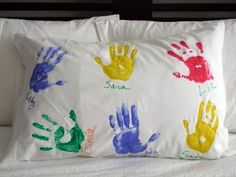 Mothers Day Crafts for Kids - hand print pillowcase! Easier version: Use fabric markers to trace their hands, have them write names themselves. Kids Crafts, Easy Mothers Day Crafts For Toddlers, Easy Mother's Day Crafts, Fathers Day Crafts, Toddler Crafts, Crafts To Do, Preschool Crafts, Mother's Day Activities, Daddy Day