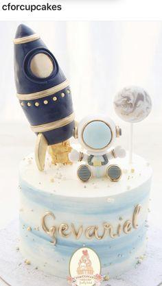 2nd Birthday Party Themes, Baby Birthday Cakes, Boy First Birthday, Birthday Ideas, Oreo Pops, Bolo Fack, Rocket Cake, Space Baby Shower, Astronaut Party