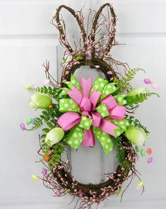33 Spring wreaths for front door DIY ideas to celebrate the Change! - Hike n Dip Spring wreath for door decoration is a wonderful idea. Get the best DIY Spring Wreath ideas here for front door decoration for the Spring and Easter season. Spring Wreaths For Front Door Diy, Diy Spring Wreath, Diy Wreath, Holiday Wreaths, Spring Crafts, Holiday Crafts, Wreath Ideas, Easter Wreaths Diy, Wreath Crafts