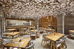 Nozomi Sushi Bar, a street from Tokyo in Valencia by masquespacio