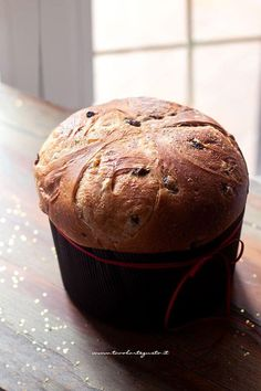 Panettone fatto in casa: Ricetta semplice passo passo (soffice 15 giorni!) Diy Cake, Holiday Recipes, Dairy Free, Muffin, Banana, Bread, Cooking, Breakfast, Sweet