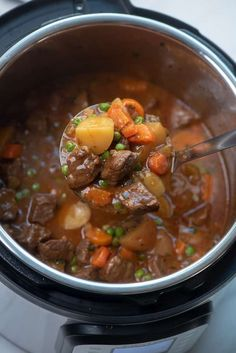 Tender beef, perfectly cooked vegetables, and a flavor-packed sauce. This Instant Pot Beef Stew is quick and easy enough to make any day of the week! Canned Beef Stew Recipe, Instant Pot Beef Stew Recipe, Homemade Beef Stew, Stew Meat Recipes, Instant Pot Dinner Recipes, Recipe Stew, Beef Stew Stove Top, Ras El Hanout, Pressure Cooker Recipes