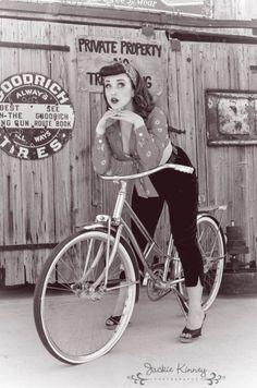 Pin up Dresses Archives - Rockabilly Clothing Store Rockabilly Moda, Pin Up Rockabilly, Rockabilly Fashion, Retro Fashion, Retro Mode, Mode Vintage, Vintage Love, Retro Vintage, Vintage Pins