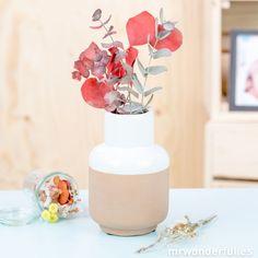 Jarrón de cerámica de color blanco y marrón #ceramic #vase #white #brown #mrwonderfulshop