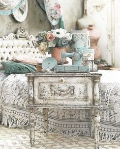Elegant Shabby Chic Bedroom Victorian Ideas,Ridiculous Tips Can Change Your Life: Shabby Chic Design Open Shelves shabby chic interior design. Shabby French Chic, Shabby Chic Français, Casas Shabby Chic, Shabby Chic Zimmer, Shabby Chic Interiors, Shabby Chic Bedrooms, Shabby Vintage, Shabby Chic Homes, Shabby Chic Furniture