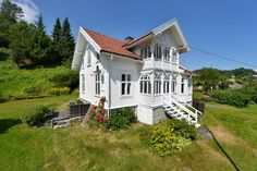 Norwegian farmhouse, we call it Swiss villa style, loads of charm Beautiful Buildings, Beautiful Homes, Norwegian House, German Houses, Scandinavian Cottage, My Father's House, Russian Architecture, Barbie Dream House, Small House Design