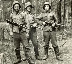 Young men of South Ostrobothnia (region in Finland) somewhere in Karelia, in 1941: Heikki Sepänmaa, Leo Sippola and Yrjö Pohjasmäki. They are armed with Suomi M31 submachine guns.