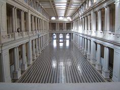 Interior del Pasaje Dardo Rocha - Centro Cultural (primera estación del ferrocarril de la ciudad) La Plata, Buenos Aires