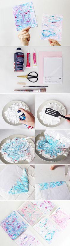 So marmorierst du ganz leicht Papier mit Rasierschaum selbst: Meine DIY Anleitung für Marmor Papier findest du auf meinem Blog! Übrigens auch ideal als Geschenke für Freunde!