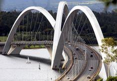 Ponte Juscelino Kubitschek, também conhecida como Ponte JK. Ela atravessa o Lago Paranoá. Inaugurada em 15 de dezembro de 2002 / arquiteto da obra, Alexandre Chan