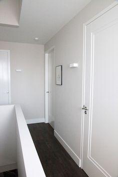 1vaks deur met inleglijst by Frank van den Boomen Deuren Door Design Interior, House Doors, Minimalist Decor, Built Ins, Home Organization, Modern Farmhouse, Home Office, House Design, Windows