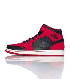 info for 1e9cf e2d77 Zapatilla Nike Air Jordan Retro 1 Red-Black, versión modernizada de un  diseño atemporal