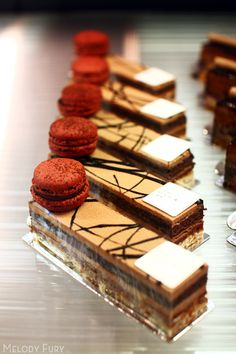 French pastries and a little gift macaroon on top, how thoughtful! Whoever…