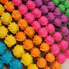 Rainbow mini cupcakes! Fun Cupcakes, Delicious Food, Tie Dye, Survival, Rainbow, Tea, Mini, Cool Cupcakes, Rainbows