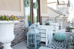 DIY Outdoor Chairs and Porch Makeover (Thrifty and Chic) Pallet Patio Furniture, Outdoor Furniture Plans, Furniture Ideas, Furniture Design, Furniture Layout, Wooden Furniture, Diy Porch, Diy Patio, Backyard Patio