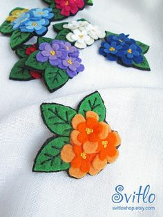 Super Ideas For Flowers Red Blue Etsy Felt Flowers, Fabric Flowers, Felt Brooch, Felt Patterns, Red And Pink, Blue Yellow, Felt Applique, Mothers Day Crafts, Felt Fabric