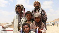 Personas desplazadas en el campamento de desplazados internos en Khamir. Huyeron de sus hogares en Yemen después del inicio de los bombardeos aéreos de la coalición liderada por Arabia Saudita. © AI