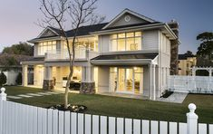 Oswald Homes have been the leading luxury home builders in Perth for over 40 years. Visit our award winning display homes and build your dream home today. Die Hamptons, Hamptons Style Homes, Exterior House Colors, Exterior Design, Style At Home, Display Homes, Australian Homes, Facade House, House Front
