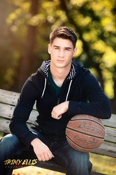 Scroll down to see full senior sessions, product features, tips and tricks and MORE! Boy Senior Portraits, Senior Photography Poses, Senior Boy Poses, Graduation Portraits, Basketball Photography, Graduation Photoshoot, Senior Guys, Male Portraits, Portrait Poses