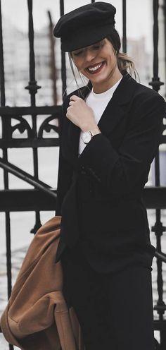 all black | white shirt | baker boy cap | red lips | blogger style | outfit inspiration | streetstyle | Fitz & Huxley | www.fitzandhuxley.com