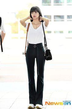 Lisa Lalisa Manoban Blackpink LISA Lisa Blackpink [lalalalisa_m] Blackpink Outfits, Kpop Fashion Outfits, Blackpink Fashion, Korean Outfits, Casual Outfits, Korean Airport Fashion, Korean Girl Fashion, Asian Fashion, Blackpink Lisa