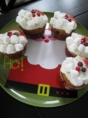 These SANTA CUPCAKES would be easy for KIDS to DECORATE. Would be great for a child to create to give away ( pediatric ward of hospital, nursing home, fire station, police station, etc).