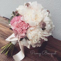 Tommy 製作所☆さんはInstagramを利用しています:「シャクヤクが満開にて ブーケに(•ө•)♡ 今からディスプレイのお仕事の小物集めの旅へ 5月後半から夏にかけても内容盛りだくさん♪ #flower #florist #flowers #peony #Eustoma#astrantia#bouquet#coordinates…」