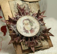 Love the use of fiber on this snowflake rosette  http://annespaperfun-aksh.blogspot.com/2012/11/pakkelapper.html#  Anne's paper fun: Pakkelapper
