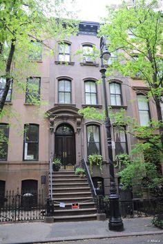 64 perry street, NYC. Le petit appartement de Carrie Bradshaw dans la série Sex and the City.