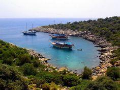 Recorrer la costa turca en goleta es disfrutar de playas mediterráneas y ruinas únicas en el mundo