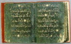 مصحف كتب بالفضة المذابة على ورق أخضر في القرن التاسع الهجري