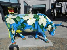 Cow parade in Chicago IL Skin Paint, Cow Parade, Musk Ox, Cow Creamer, Cute Cows, Cow Art, Animal Sculptures, Paint Party, Public Art