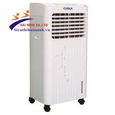 Máy làm mát CHIKA CK035 Thông số kỹ thuật - Điện áp: 220V/50Hz - Điện năng tiêu thụ:240W/h - Tốc độ quạt: 3 cấp độ - Độ ồn:  <55dB - Điều khiển : Nút bấm + điều khiển từ xa - Lưu lượng không  khí: 3500m³/h - Dung tích ngăn nước: 28L - Diện tích làm mát: 20m2 - 30m2 - Mức tiêu thụ nước(L/h): 3 - 5 Chức năng:  - Tự động kiểm soát và cân bằng độ ẩm - Chức năng tạo ion có lợi cho sức khỏe - Cảnh báo tình trạng thiếu nước - Làm mát cho không gian mở Xuất xứ: Thái Lan