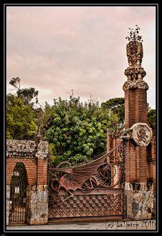 Barcelona  Pavellons Güell   Gaudi