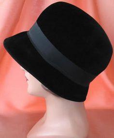 Vintage ladies hat black flapper cloche ...love this